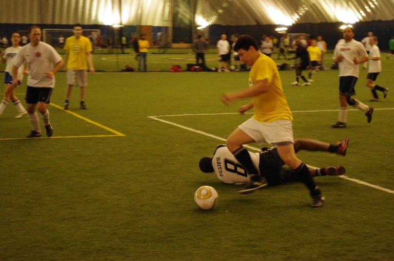 Action from the 2011 Final between Inca Kola Bros and Nutmeg FC